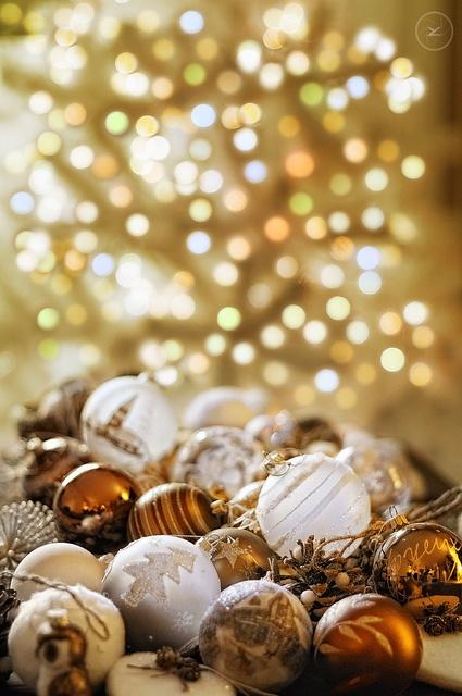 χρυσάφι Και Λευκές Χριστουγεννιάτικες Ιδέες28