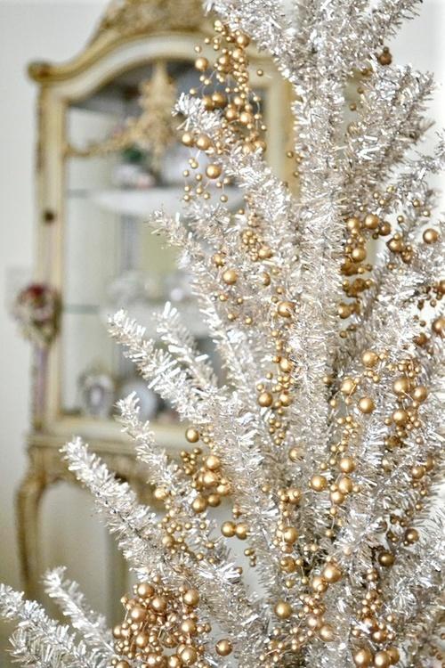 χρυσάφι Και Λευκές Χριστουγεννιάτικες Ιδέες41