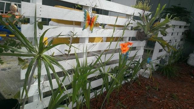 Ιδέες με Φράχτες από ξύλινες παλέτες9