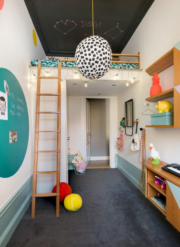 Έντονα χρώματα σε ένα καταπληκτικό σκανδιναβικό διαμέρισμα16