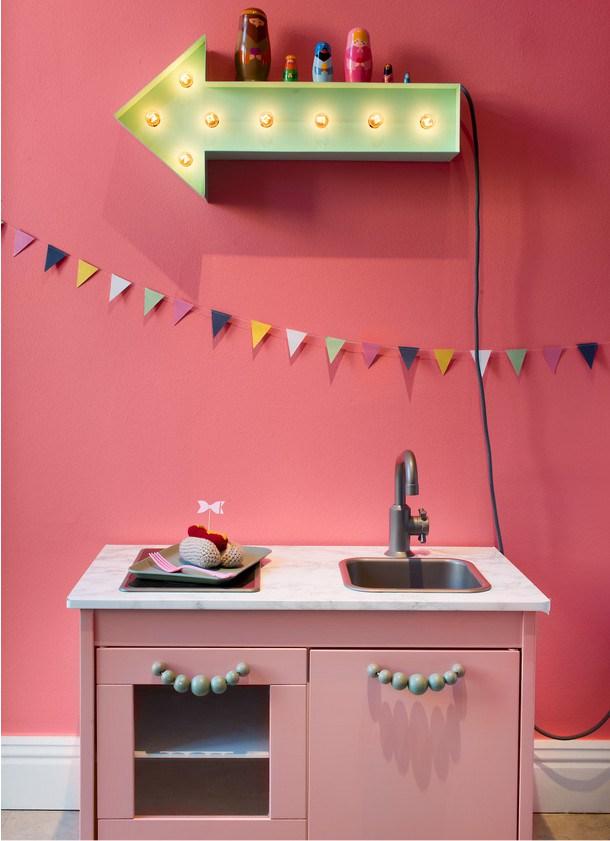 Έντονα χρώματα σε ένα καταπληκτικό σκανδιναβικό διαμέρισμα19