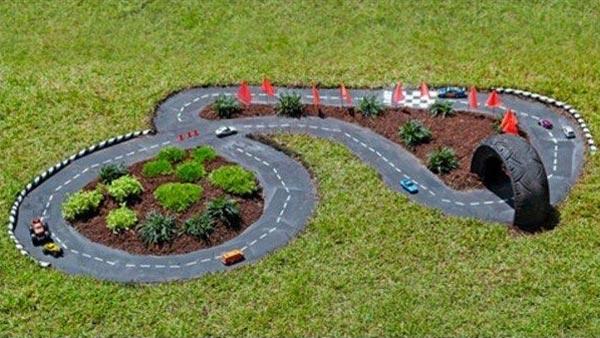 DIY Πίστα αγώνων αυτοκινήτων για τον κήπο4