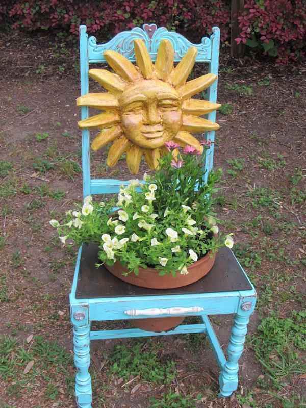 παλιές καρέκλες σε γλάστρες κήπου3
