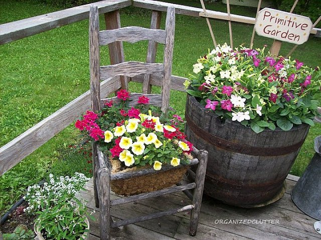 παλιές καρέκλες σε γλάστρες κήπου6