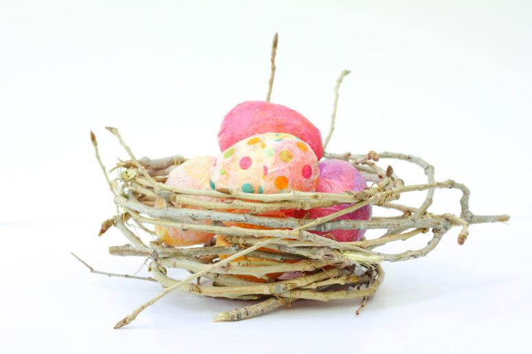 DIY διακοσμήσεις με κλαδάκια για την άνοιξη10