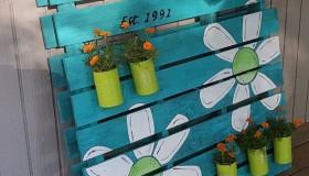 Diy παλέτα σήμα και γλάστρα κήπου3