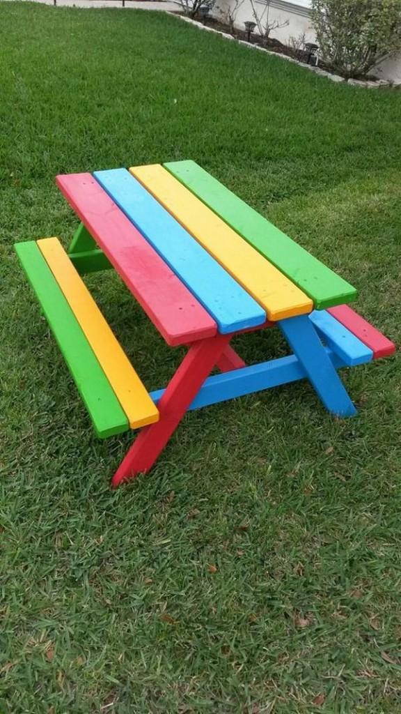 ζωγραφισμένα τραπέζια για τον κήπο7