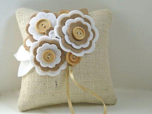 μαξιλάρια από λινάτσα και δαντέλα19