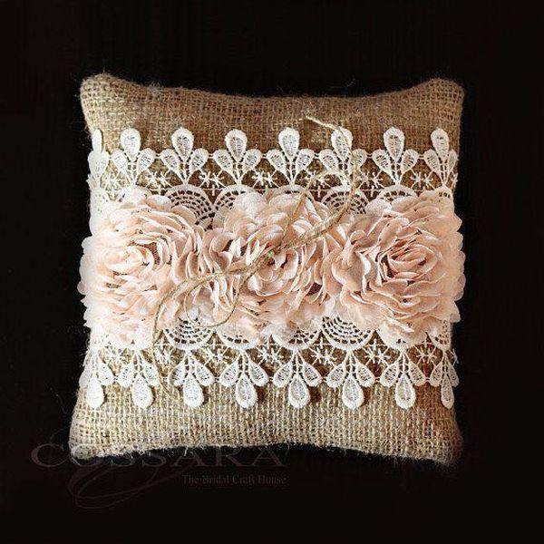 μαξιλάρια από λινάτσα και δαντέλα2