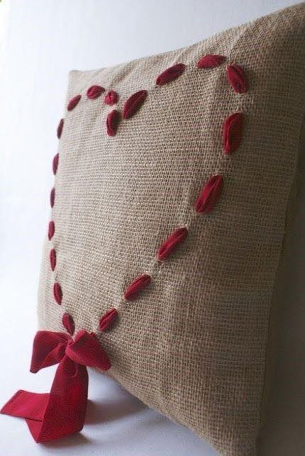 μαξιλάρια από λινάτσα και δαντέλα24